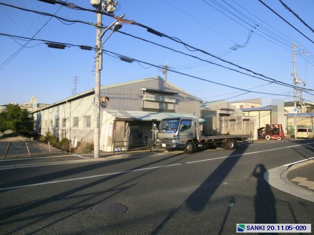 幹線道路沿 平家建 駐車スペース付